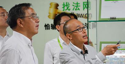 2014年5月,网律公司创始人王勇先生向胡春华书记讲解公司商业模式