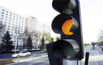 骑电动车闯黄灯算违章吗