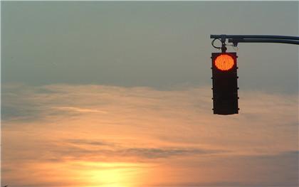 新交規闖紅燈罰款多少