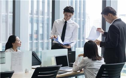 试用期员工在月中转正,工资应该如何计算?