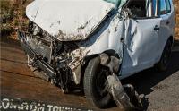 盗抢的机动车发生交通事故造成伤害应由谁来承担赔偿责任