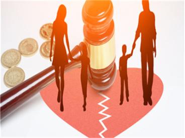 离婚案件被告不收传票是否公告