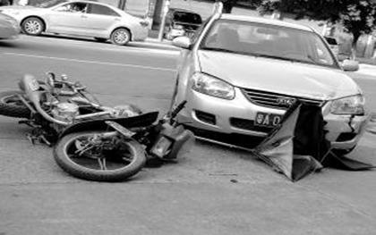 无证驾驶摩托车与汽车相撞怎么认定责任