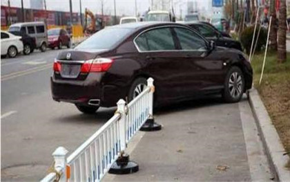 城管可以对违章停车的行为加以处罚吗